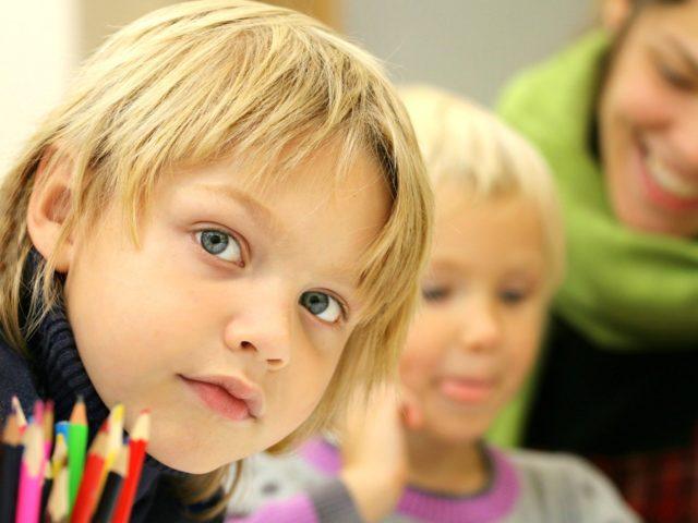 Dla uczniów i rodziców – z poradnika MEN w sprawie kształcenia na odległość.